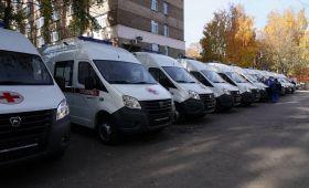 Дмитрий Азаров передал медикам ключи от 20 новых машин «скорой»